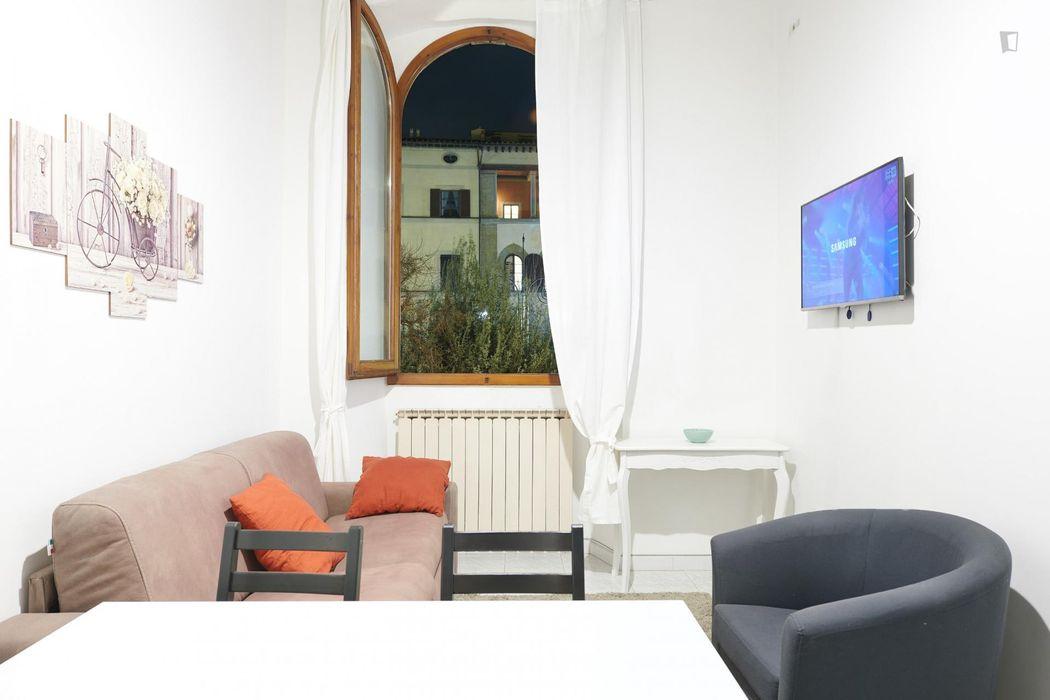 Twin bedroom in a 3-bedroom apartment near Ponte Santa Trinita