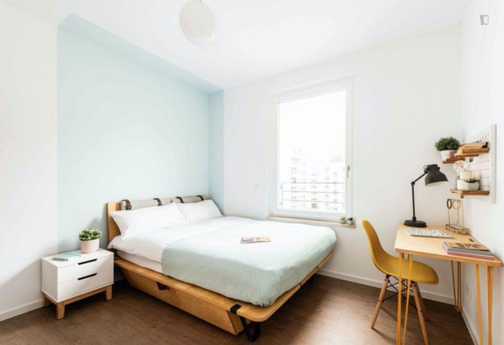 Comfortable double bedroom in a 4-bedroom apartment near Fritz-Schloß Park