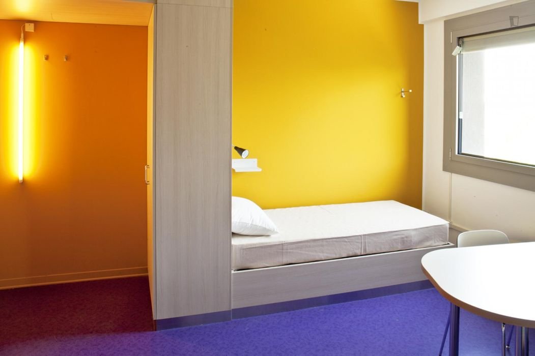 Bed in a bright twin bedroom bordering Bolognina
