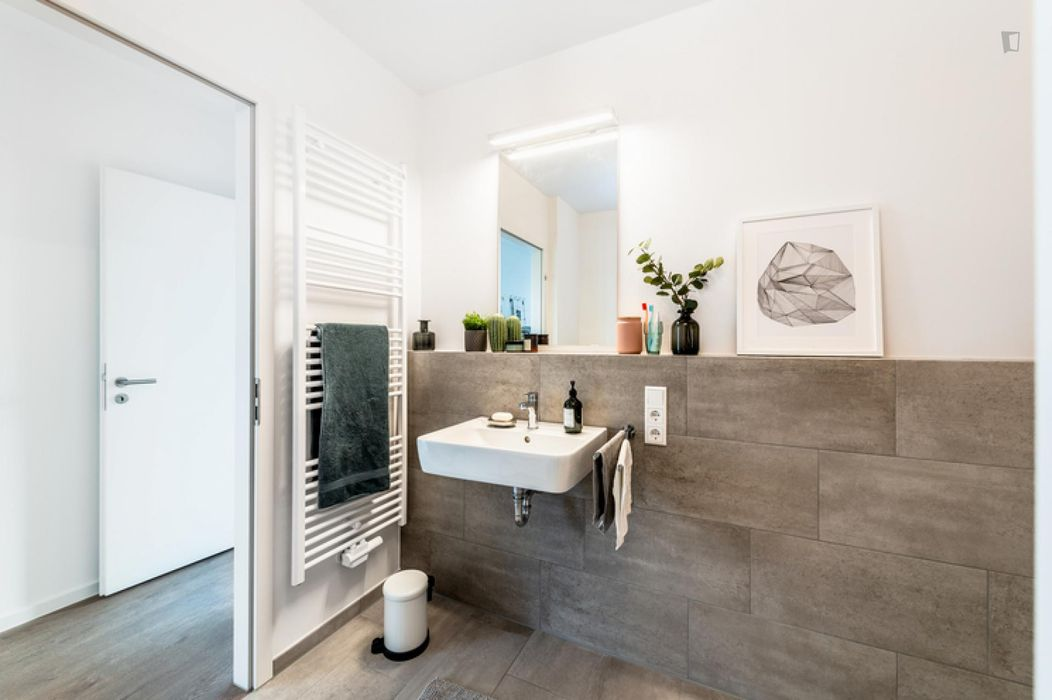 Modern double bedroom in a 4-bedroom apartment near Fritz-Schloß Park