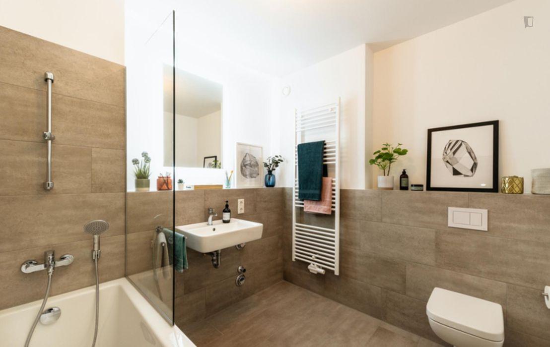 Cozy double bedroom in a 4-bedroom apartment near Fritz-Schloß Park
