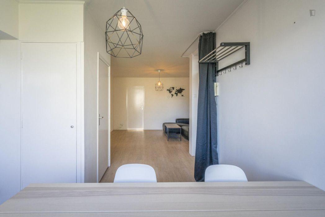 Spacious double bedroom in a 4-bedroom apartment near Buik Sloterbreek