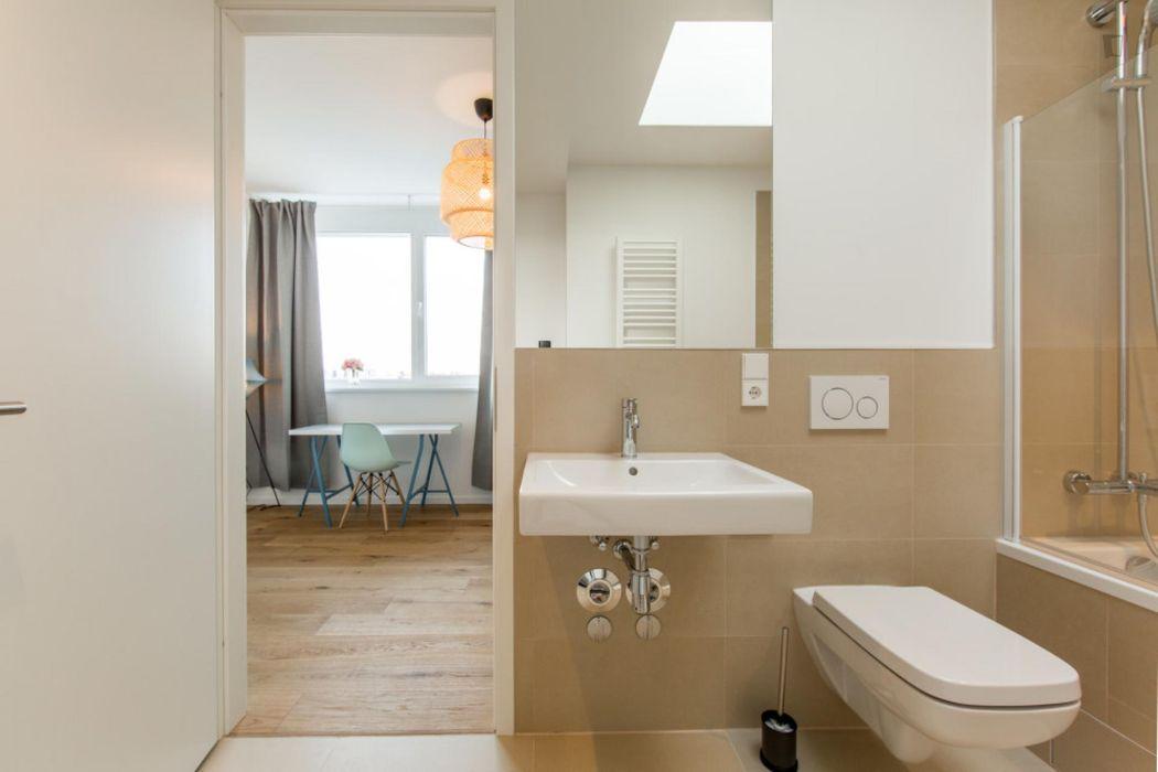 Double bedroom in 4-bedroom apartment