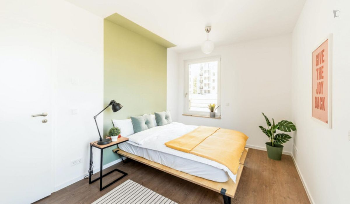 Modern double bedroom in a 4-bedroom apartment near S+U Lichtenberg train station