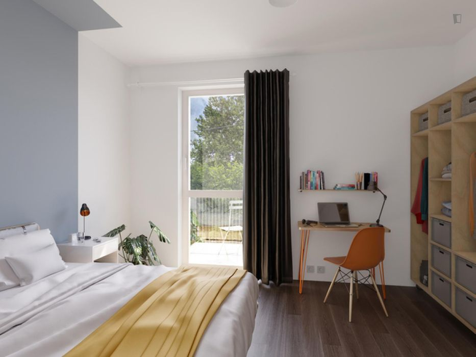 Alluring double bedroom in a 4-bedroom apartment near S+U Lichtenberg train station