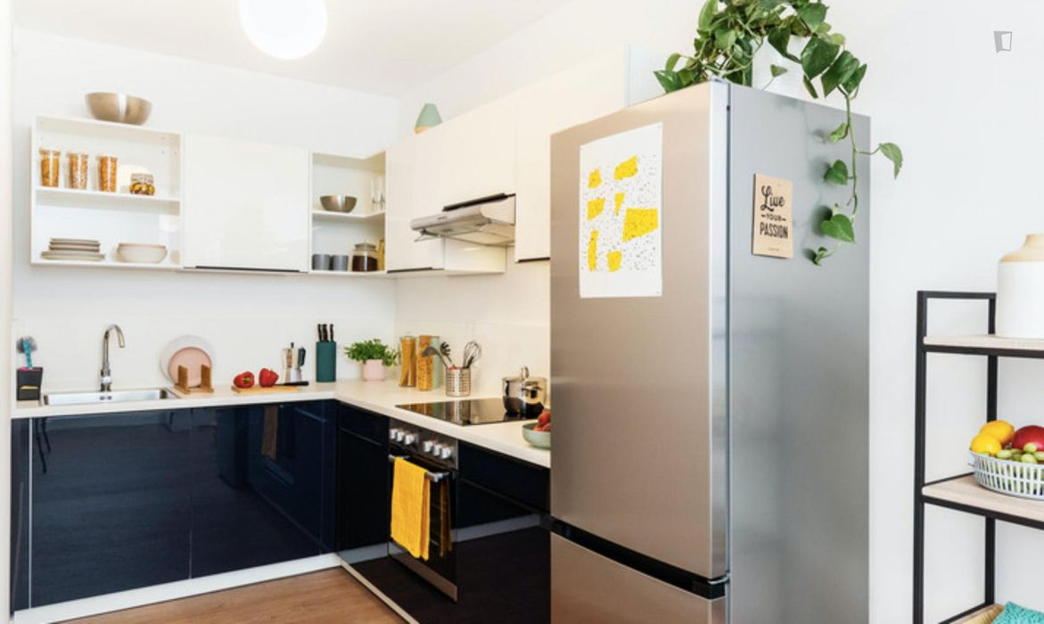 Incredible double bedroom in a 4-bedroom apartment near S+U Lichtenberg train station