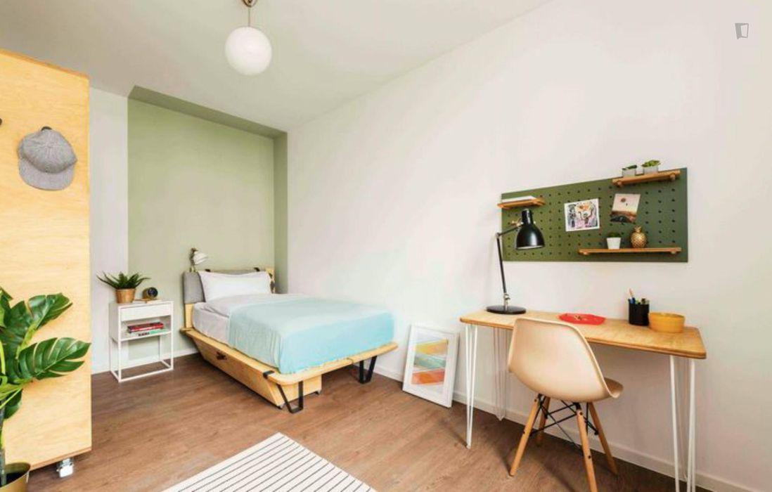 Fantastic double bedroom in a 4-bedroom apartment near Fritz-Schloß Park