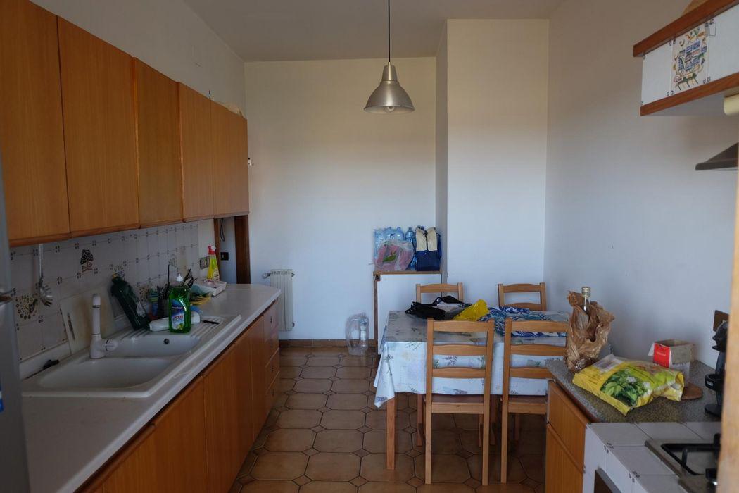 Single bedroom in a 3-bedroom apartment near Lucio Sestio metro station