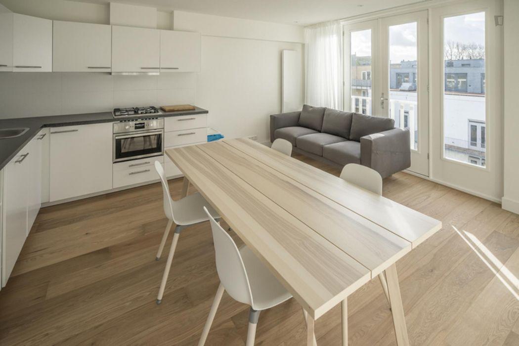 Modern double bedroom in a 4-bedroom apartment near Erasmus Park