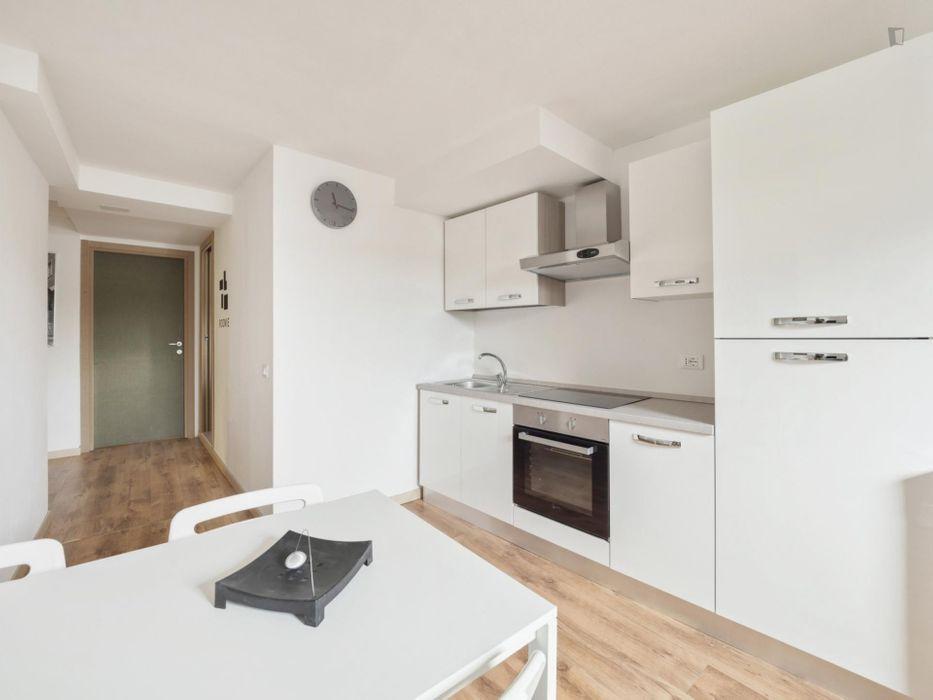 Cozy double bedroom in a 5-bedroom apartment near Villa S. Giovanni metro station