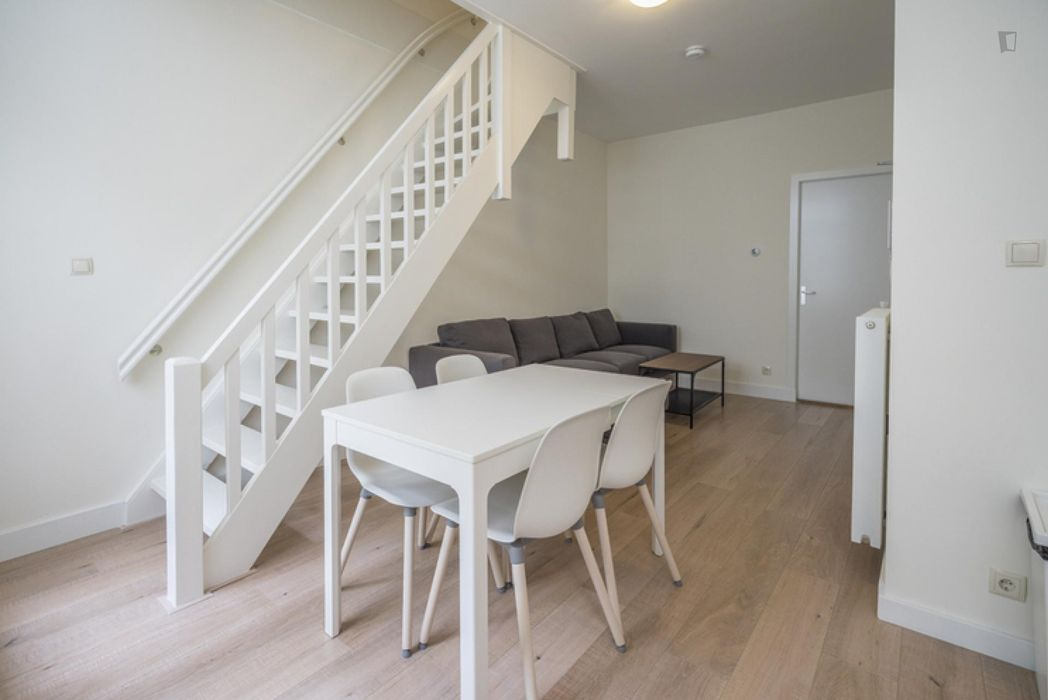 Bright double bedroom in a 4-bedroom apartment near Spiegelgracht tram stop