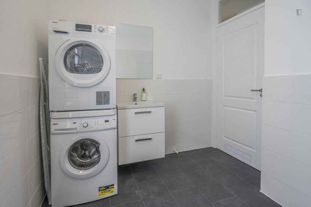 Spacious double bedroom in a 3-bedroom apartment in Oostbroek-Zuid