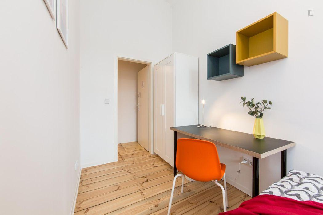 Cosy single bedroom in Lichtenberg