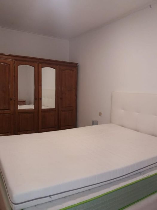 3-bedroom apartment, with outdoor area and bills included
