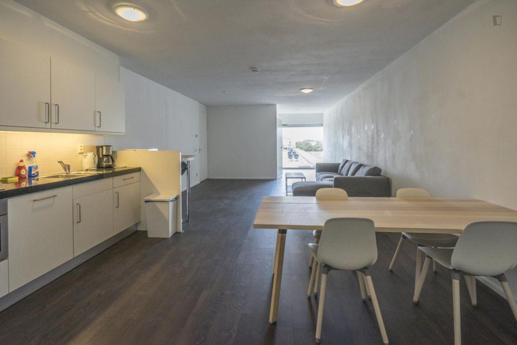 Cool double bedroom in a 4-bedroom apartment in Osdorp-Midden