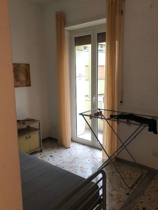 Cozy single bedroom in a 4-bedroom flat
