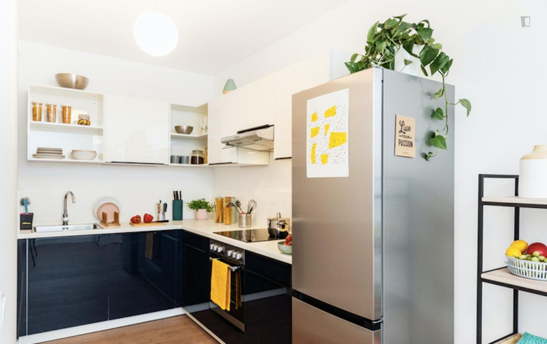 Spacious double bedroom in a 2-bedroom apartment near Fritz-Schloß Park