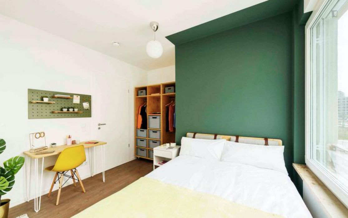 Cool double bedroom in a 4-bedroom apartment near Fritz-Schloß Park