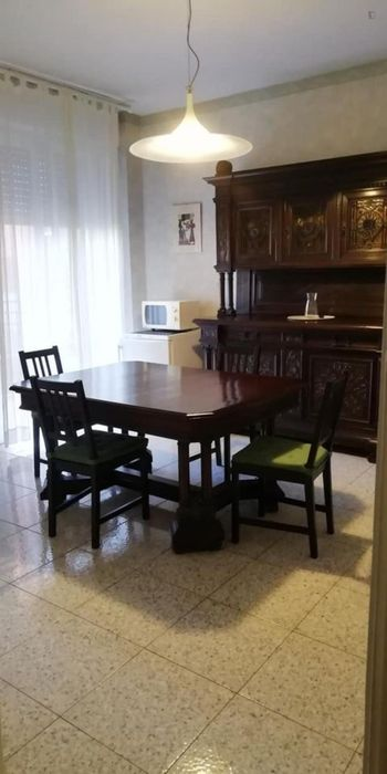 Double bedroom in a 3-bedroom apartment in Vigentino