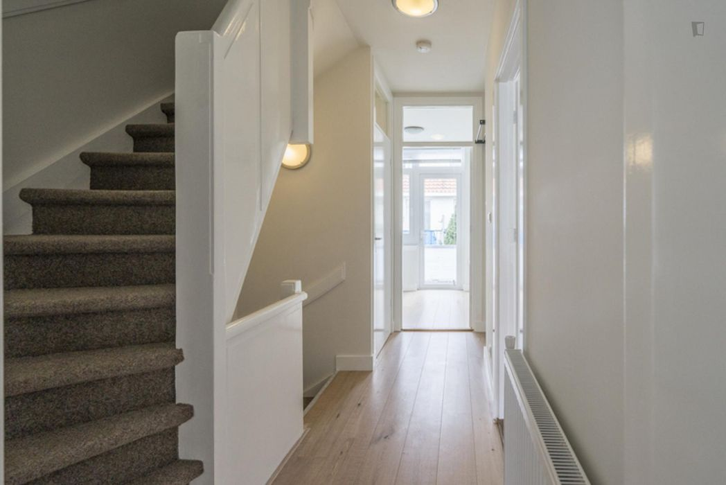 Awesome double bedroom in a 3-bedroom apartment near Park den Burgh