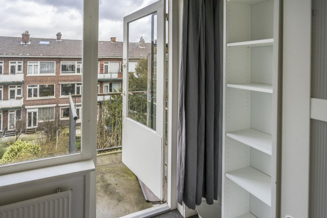 Comfy double bedroom in a 3-bedroom apartment near Centraal Station