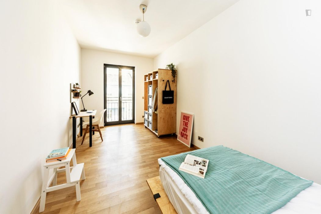 Spacious double bedroom in a 4-bedroom apartment near U Frankfurter Tor metro station