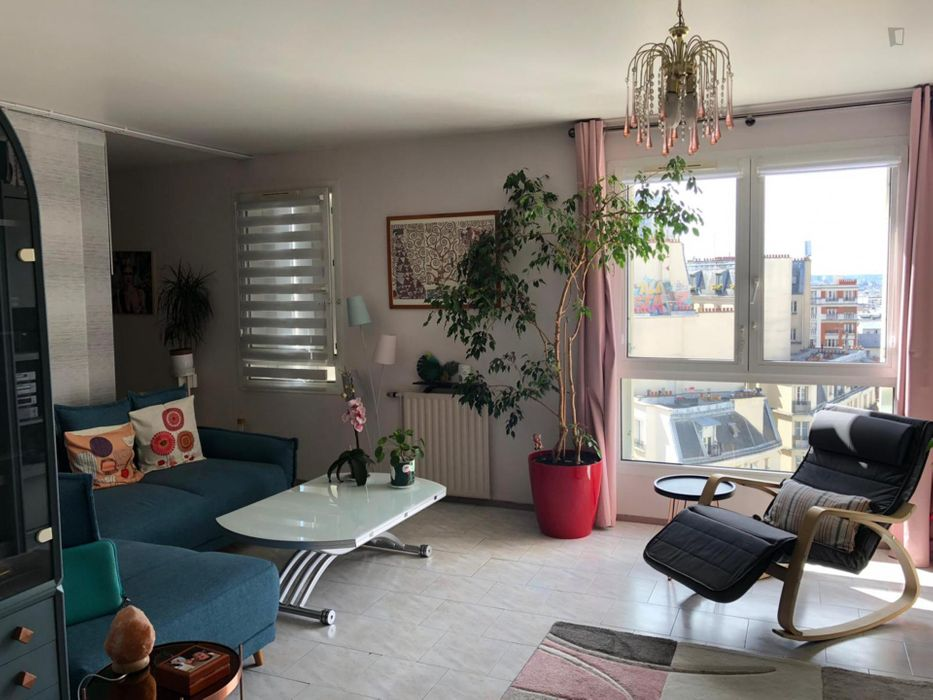 Bright double bedroom in a 2-bedroom apartment near Ménilmontant metro station