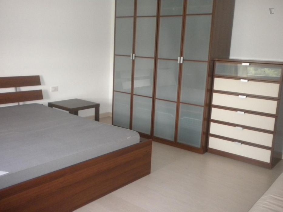 Double bedroom, with balcony, in 3-bedroom apartment near Parco Andrea Campagna