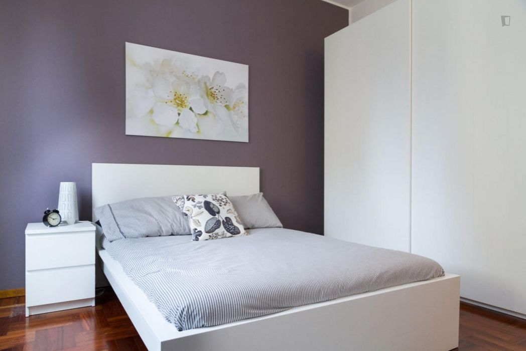 Elegant double bedroom in a 5-bedroom apartment near Istria metro station
