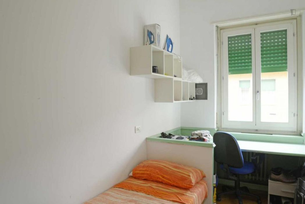 Lovely single bedroom in a 5-bedroom apartment near Basilica San Lorenzo Maggiore