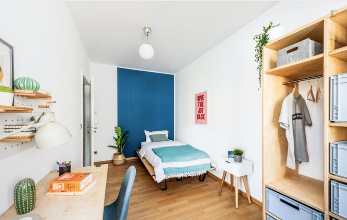 Charming double bedroom in a 4-bedroom apartment near Fritz-Schloß Park