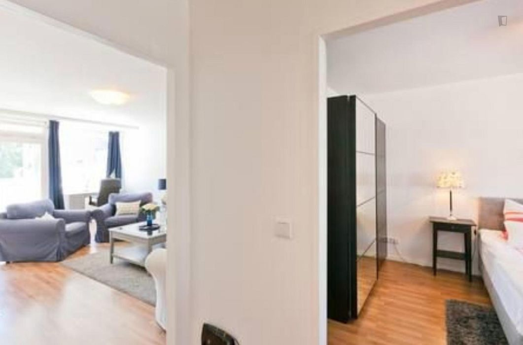 Cozy 1-bedroom apartment near Deutsche Oper metro station