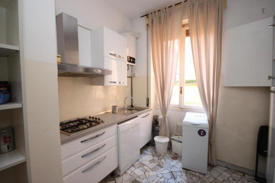 Cute double bedroom in a 3-bedroom apartment near Sondrio metro station