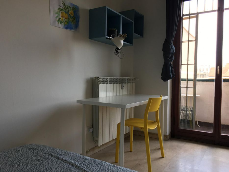 Lovely double bedroom in a 5-bedroom apartment near Crocetta metro station