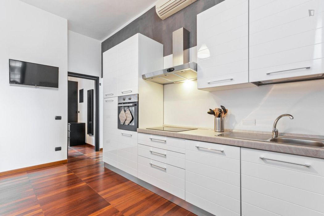 Cool double bedroom in a 4-bedroom apartment near