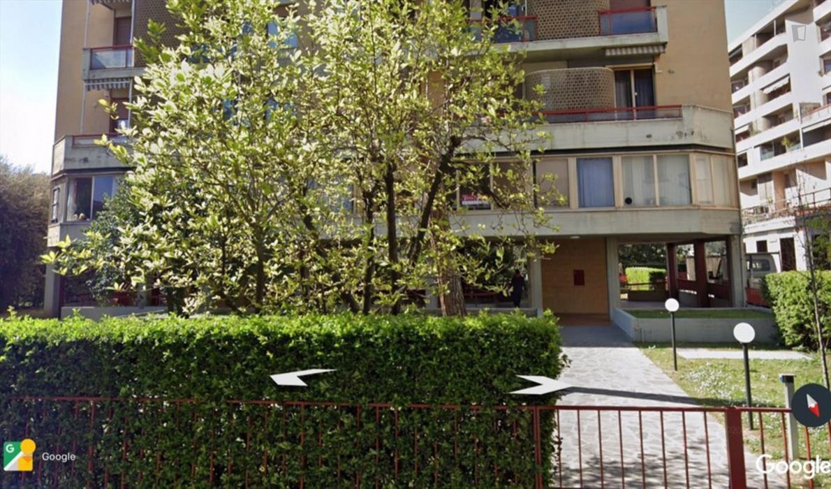 Twin bedroom in a 2-bedroom apartment near Firenze Statuto transport station
