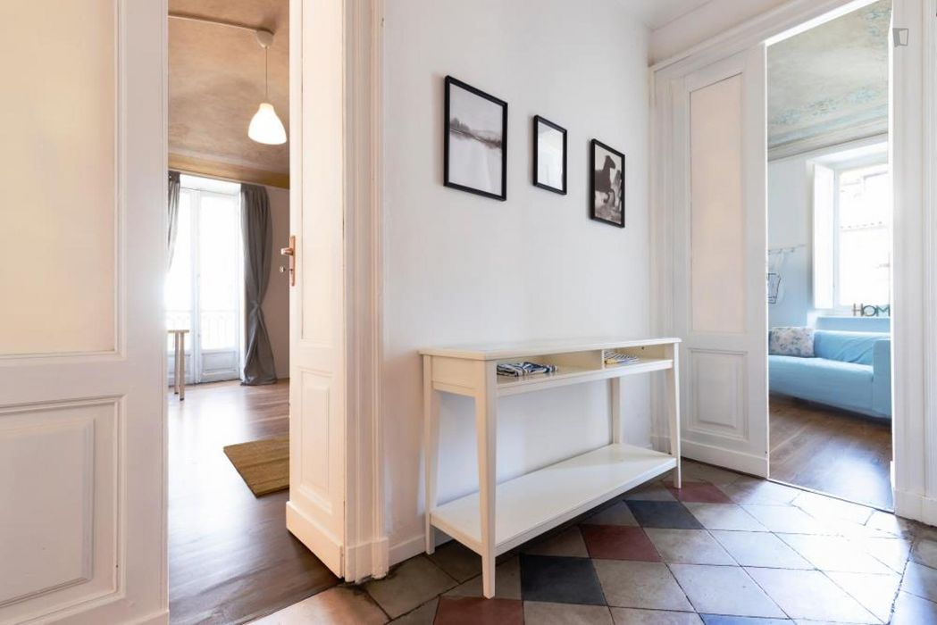 Modern double bedroom in a 5-bedroom apartment near Parco del Valentino