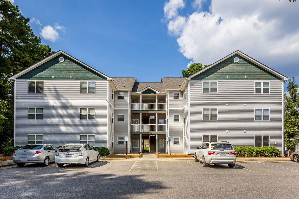 Student accommodation photo for University Oaks in West Raleigh, Raleigh