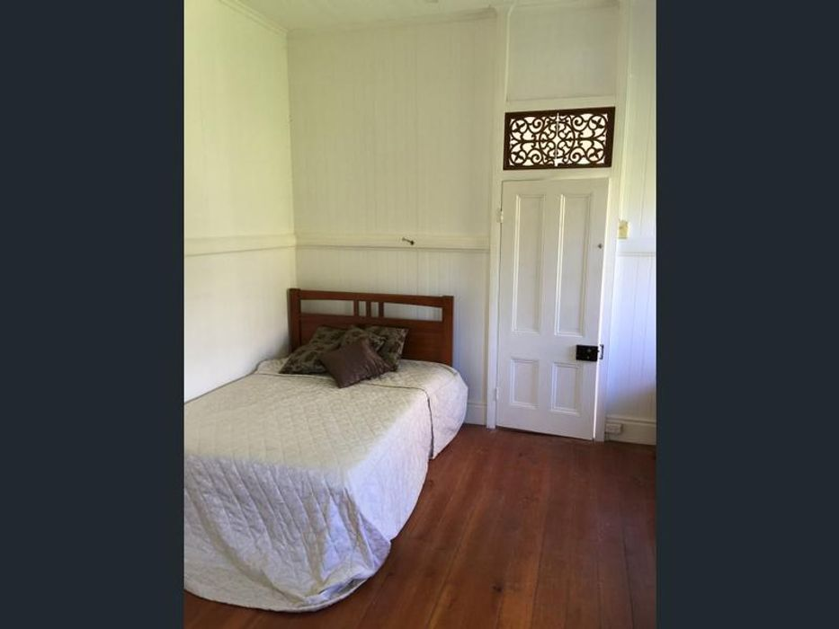 Student accommodation photo for 11 Kings Road in Taringa, Brisbane
