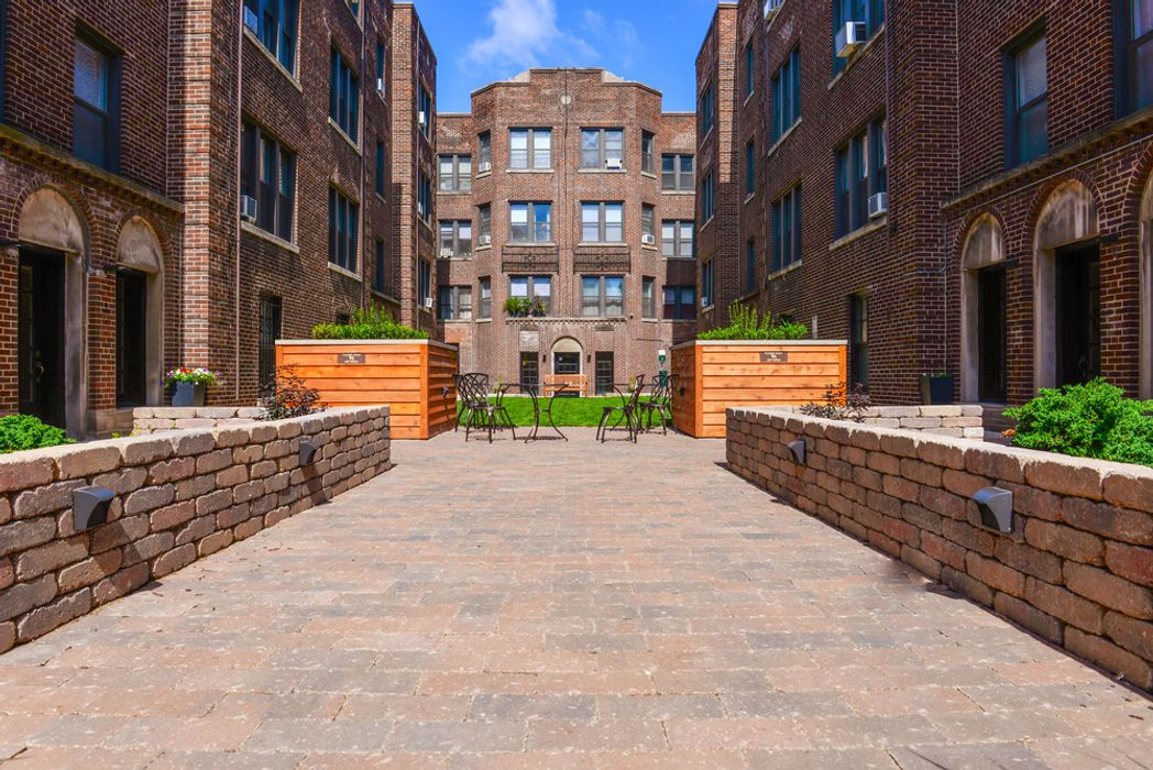 Student accommodation photo for 632-42 W. ADDISON in North Side, Chicago, IL