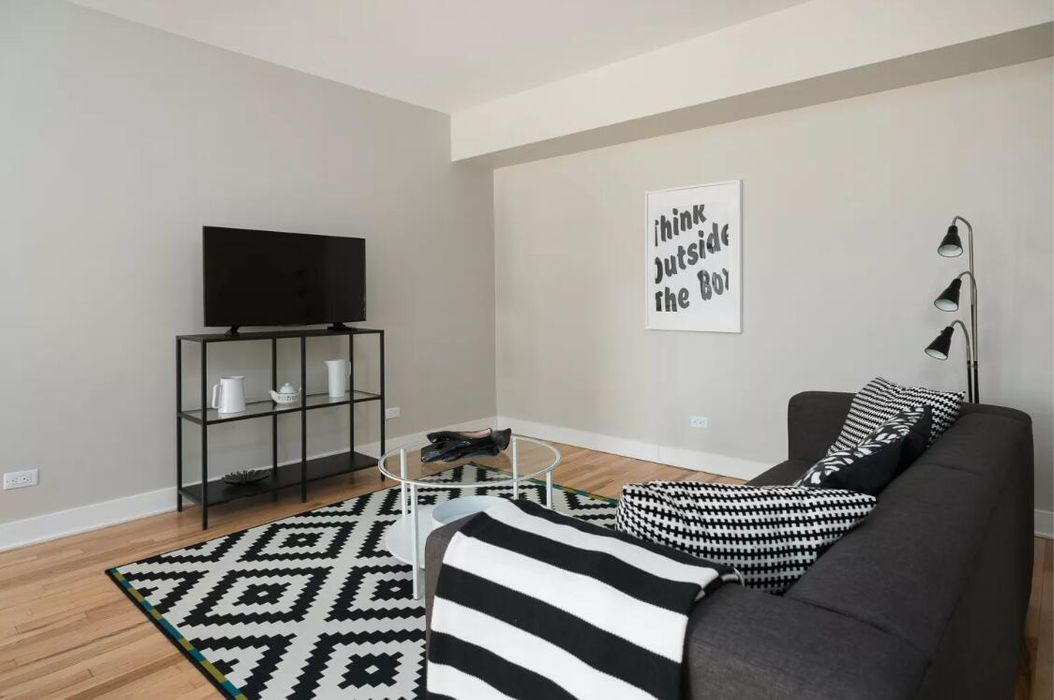 Stunning 2BR in Downtown Montreal by Sonder