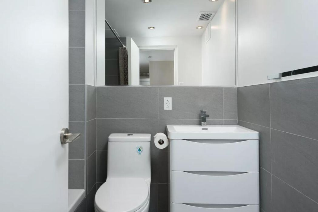 Vibrant 2BR in Downtown Montreal by Sonder