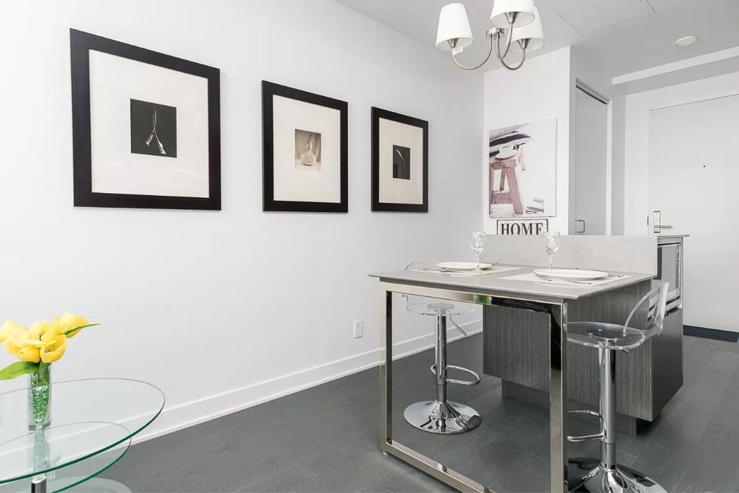 Stylish 1BR in Downtown Montreal by Sonder