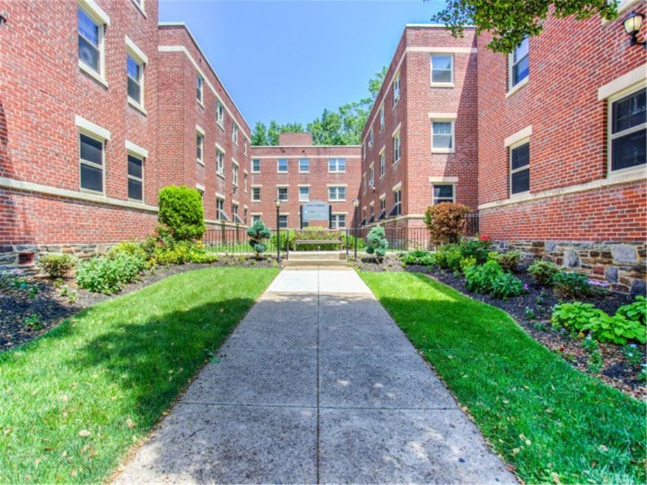 4417 Spruce Street - Campus Apartments