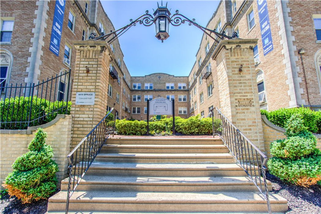4418 Spruce Street - Campus Apartments