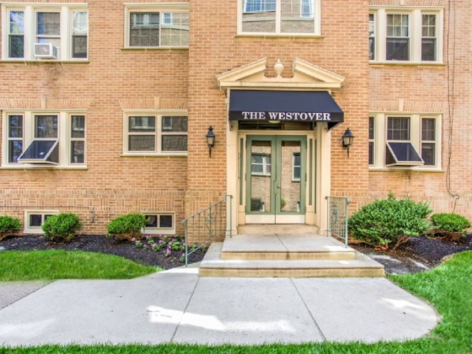 4720 Pine Street - Campus Apartments