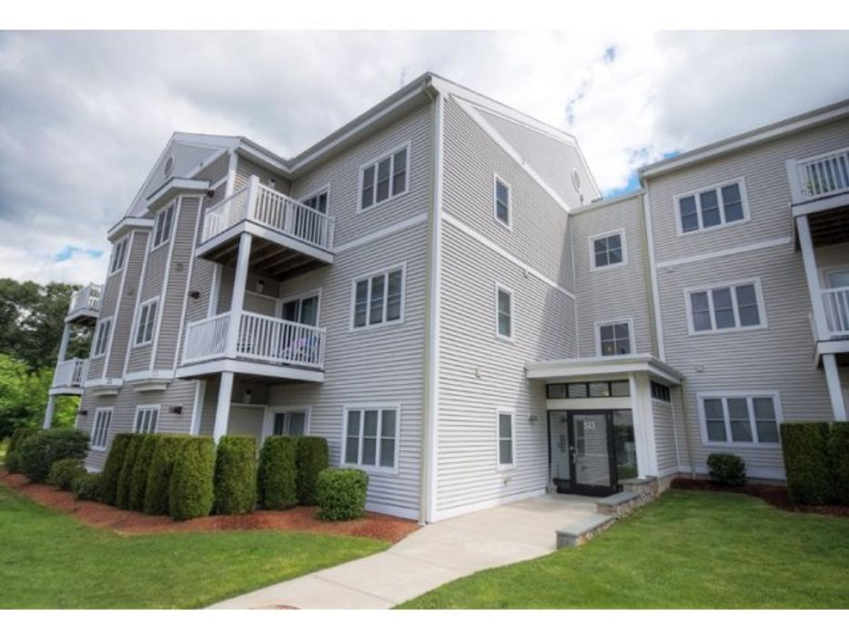 Student accommodation photo for The Estate at Princeton Reserve in Dracut, Lowell, MA