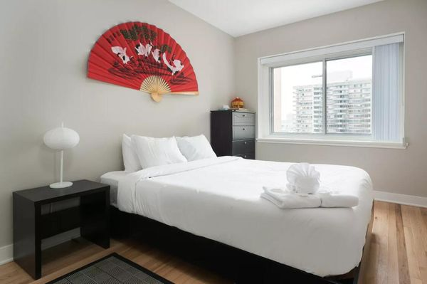 Lovely 2BR in Downtown Montreal by Sonder