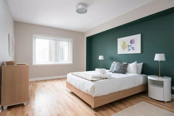 Artsy 2BR in Downtown Montreal by Sonder